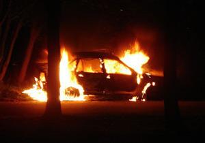 В Днепродзержинске нетрезвый водитель сжег автомобиль ГАИ при помощи коктейля Молотова