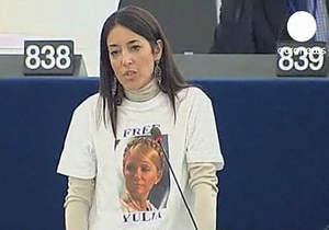 Депутаты Европарламента надели футболки с надписью Освободите Юлию