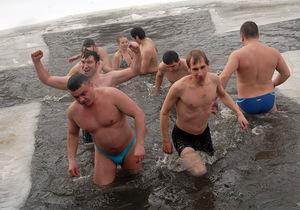 Фотогалерея: В проруби купался? Украинцы отпраздновали Крещение