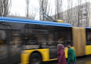 Во Львове двое молодых людей с маршрута угнали троллейбус