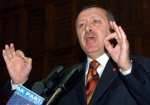 """Премьер Турции назвал французский закон об отрицании геноцида армян """"убийством свободы мысли"""""""