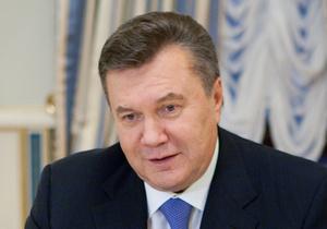 Янукович поздравил генсека НАТО с днем рождения