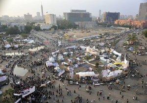 В Каире на площали Тахрир сотрудник университета пытался сжечь себя