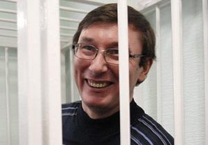 Honorable sir, answering your question: Луценко обратился к прокурору на английском