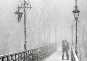 Опрос: 65% украинцев влюблены