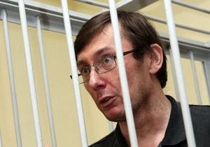 Защита Луценко просит суд вынести ему оправдательный приговор