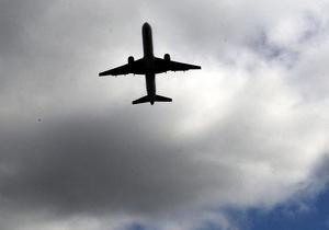 Капитан пассажирского самолета скончался во время рейса из Варшавы в Прагу