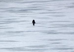 Трое подростков из Кременчуга полчаса плавали на льдине посреди Днепра