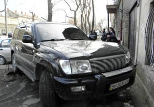 Нетрезвый сотрудник одесской прокуратуры врезался на джипе в стихийный рынок, сбив человека – СМИ