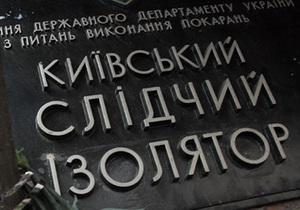 Возле Лукьяновского СИЗО активисты организовали сбор продуктов и лекарств для незаконно заключенных