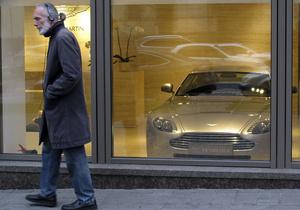 Украинские миллионеры массово скупают дорогие авто