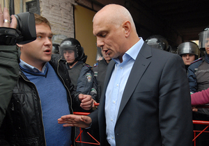 """Муж Тимошенко назвал Азарова """"престарелым элементом в политике"""""""