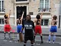 Французские активистки FEMEN провели топлес-акцию в Париже