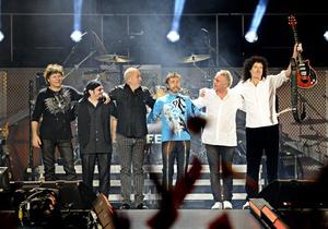 За день до финала Евро-2012 в Киеве выступят Queen и сэр Элтон Джон
