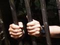 В Харькове женщина разбила дверь в банке, чтобы угодить в тюрьму