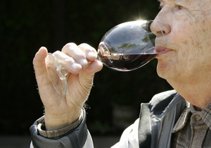 Новости винного мира: Красное вино борется со склерозом и упреждает от травм