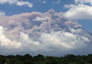 В Гватемале из-за извержения вулкана эвакуируют тысячи жителей