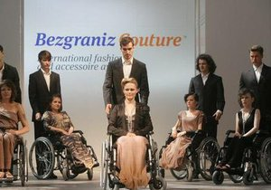 Бывший немецкий топ-менеджер представил новый проект: на подиум - в инвалидных колясках