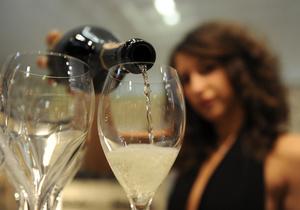 Совместное потребление алкоголя поможет сохранить брак, заявляют новозеландские ученые
