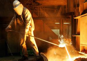 Украинские металлурги закрывают предприятия и выгоняют на улицу тысячи людей