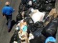 76-летний голландец в поисках лотерейного билета застрял в мусорном контейнере