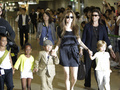 Дети Анджелины Джоли и Брэда Питта случайно вызвали на дом наряд полиции и вертолет
