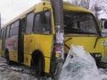 В Киеве маршрутка попала в ДТП, есть пострадавшие