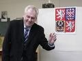На выборах президента Чехии победил экс-премьер-министр Милош Земан