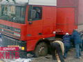 В Киеве грузовик провалился под асфальт