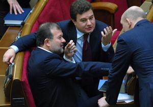 Впервые в истории Украины суд отобрал мандаты у двух депутатов