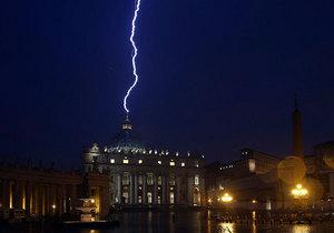 Небеса тоже отреагировали на отречение Папы Римского
