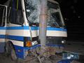 В Киеве автобус врезался в столб, есть пострадавшие