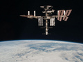 Союз с тремя космонавтами отстыковался от МКС