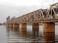 В Днепропетровске девушка прыгнула с парапета Амурского моста