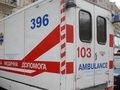 В Киеве водитель на переходе сбил двух девушек и скрылся