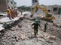 Обрушение дома в Бангладеш: спасатели извлекли из-под завалов уже более 900 тел погибших