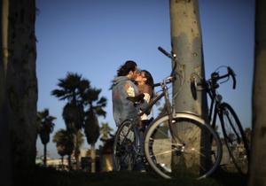Стиль жизни - Даже удовлетворенные браком мужчины могут пойти на измену