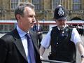 Вице-спикер британского парламента подал в отставку на фоне секс-скандала