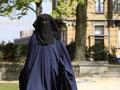 Суд в ФРГ обязал юную мусульманку плавать с мальчиками