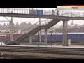 Опаздывающий на поезд житель Ровно, прыгнув с моста на рельсы, задел линию электропередач