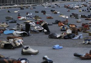 Британка 20 лет не выходит на работу из-за аллергии на обувь