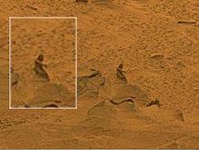 А еще на Марсе марсоход обнаружил статую человека.