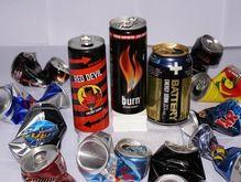 Медики советуют держаться подальше от энергетических напитков.