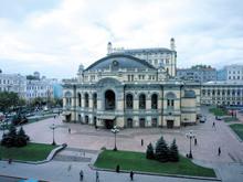 Попова просят продать здание Малой оперы