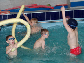 Дети отравились хлором в бассейне.