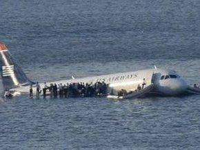 В США пассажирский самолет упал в реку Гудзон в Нью-Йорке