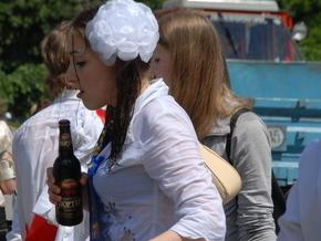 ...за продажу алкогольных напитков и табачных изделий несовершеннолетним.