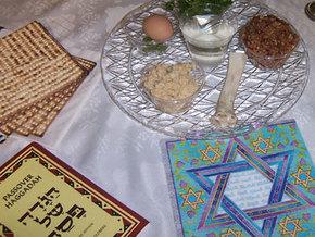 Кульминационным моментом празднования еврейской Пасхи является вечерняя трапеза (седер)