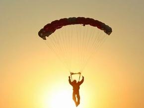 В Крыму незрячие совершили прыжок с парашютами в море