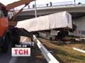 На трассе Киев-Одесса фура упала с 10-метровой высоты. ФОТО